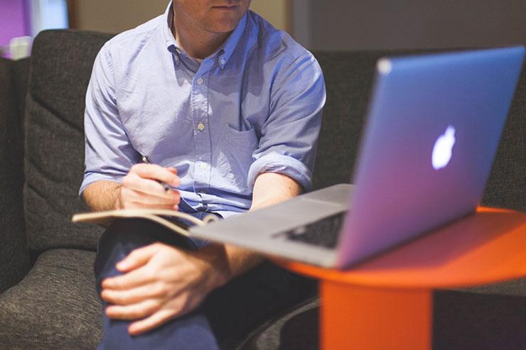 Joukkorahoitus Suomessa toimii pääasiassa Internetin palvelualustoilla.